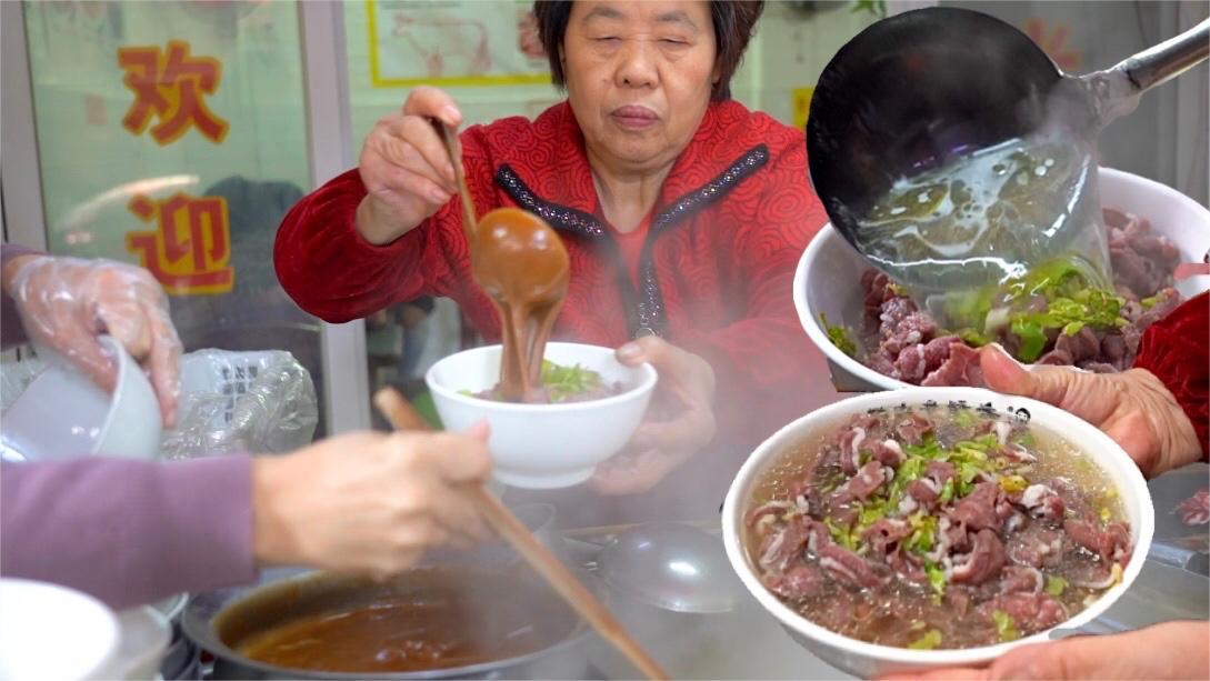 """广东""""最贵路边摊"""", 80元一碗早饭, 开店35年每天早上8点就卖光"""