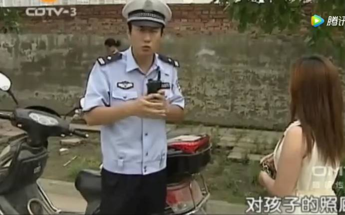 【谭谈交通】谭Sir遇到骑电动车的美女, 尴尬极了