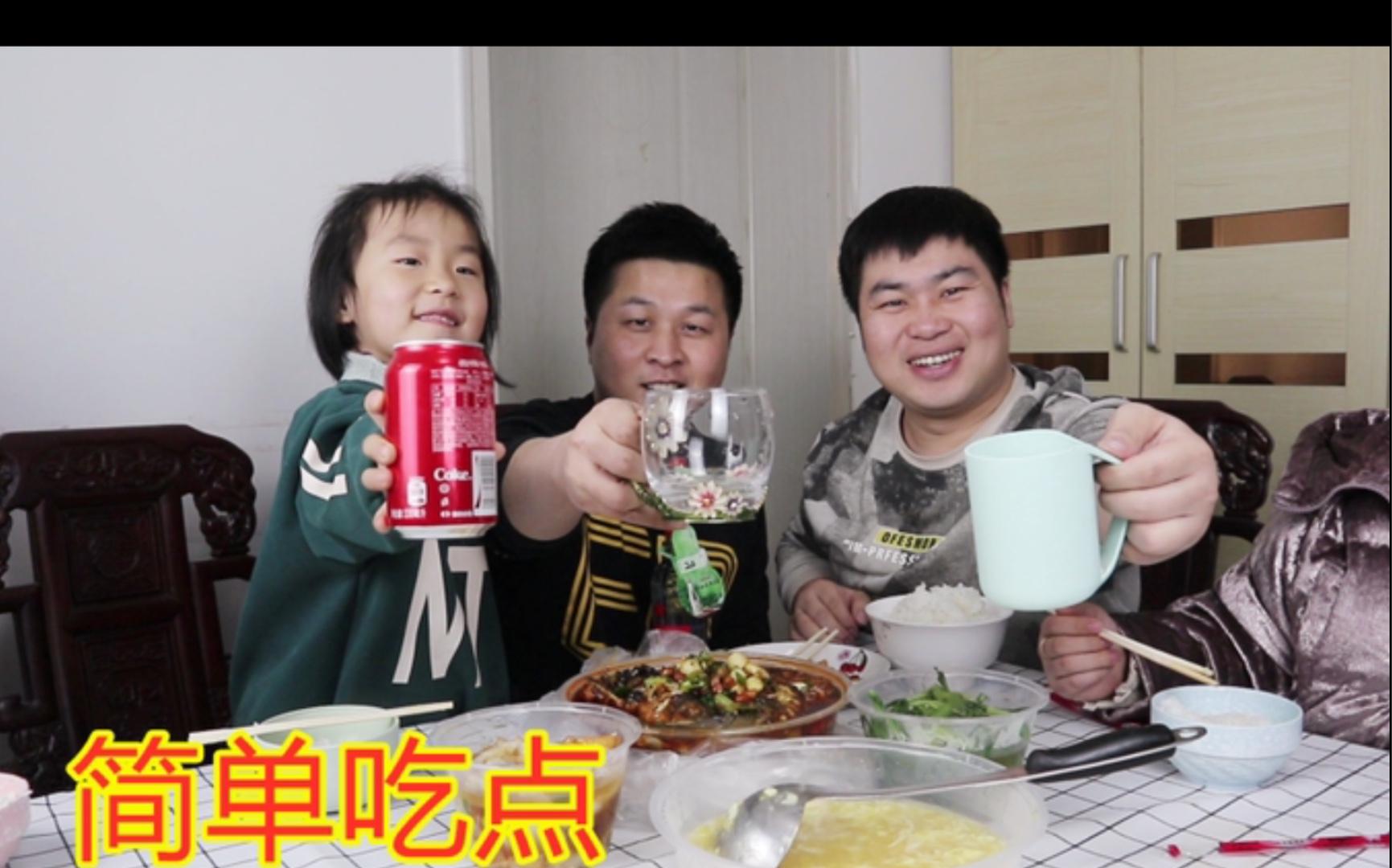 来郑州第一天, 洋哥和我姐来帮忙收拾东西, 买几个菜, 兄弟俩喝点