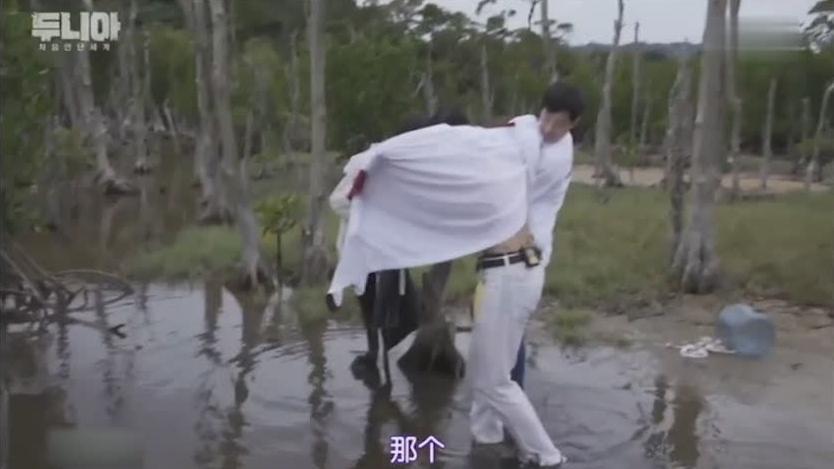 初次遇见的世界: DinDin野外不慎陷入泥潭, 结果把队友也拉下水