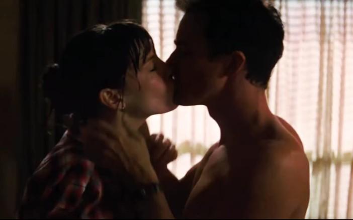 男女激情接吻