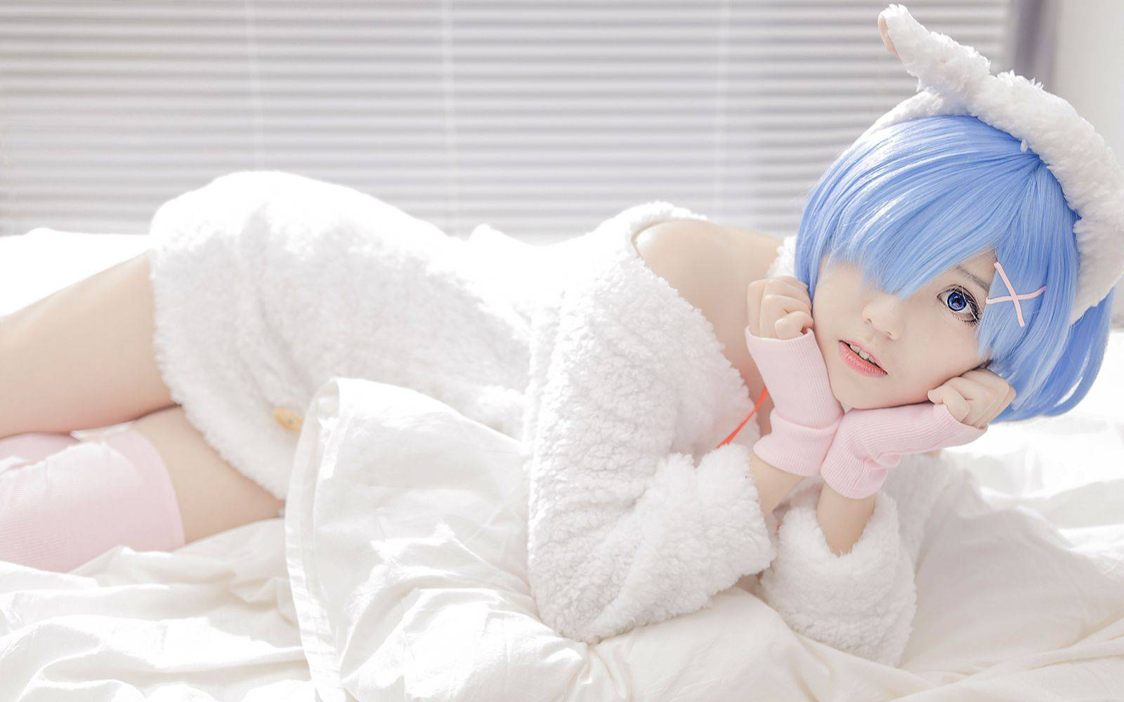 【阿证】67你们蕾姆老婆在我床上? ! cos私房实拍! 佳能RP+EF50 1.8