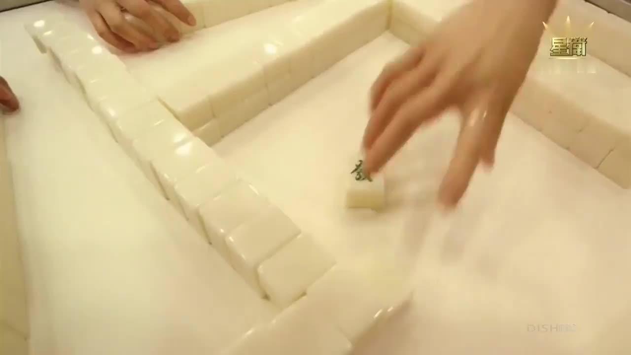 雀圣: 小伙子自称不会打麻将, 谁知是个雀神, 三个老千都吓坏了!