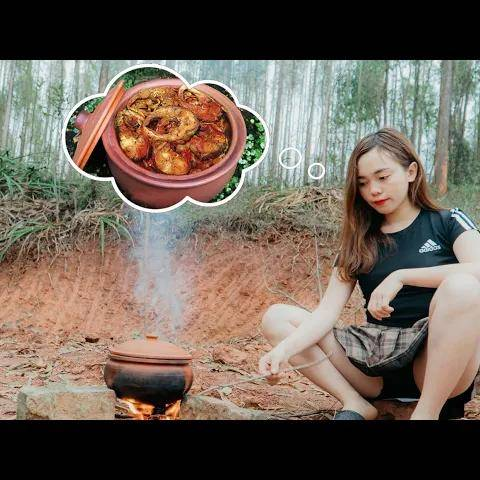 lana daily life - braised fish with galangal in clay pot - the secret to making perfect fish dish