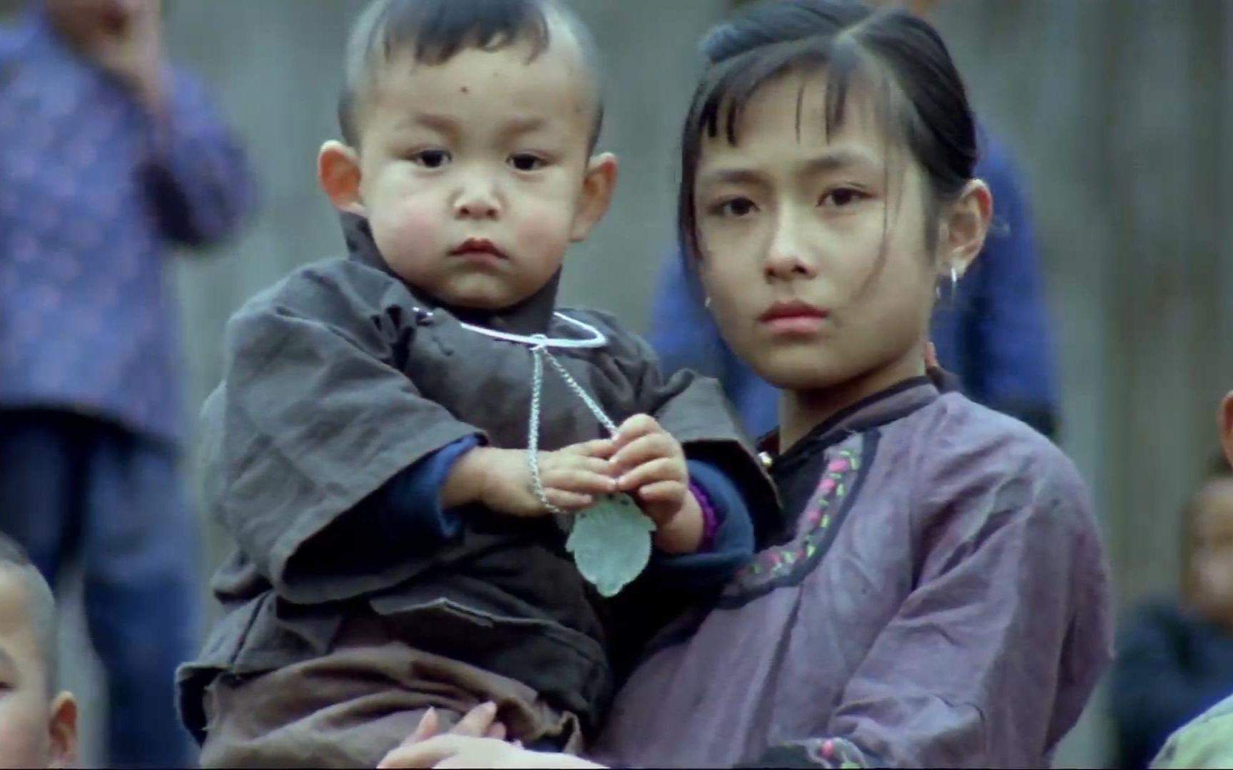 少女嫁给两岁男孩做童养媳, 没想到被家里长工占了便宜。