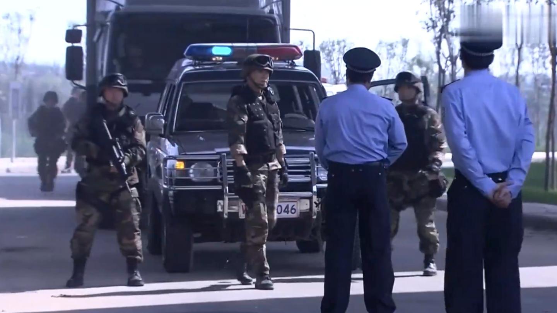 国家机密: 公安拦下武警运钞车, 要求强行检查, 军官: 你级别不够