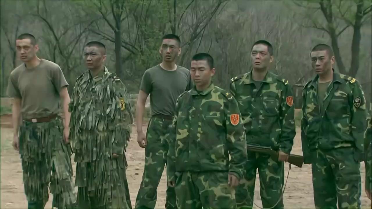 我是特种兵: 全员被俘虏, 战友接连被枪毙, 一会他们又活过来了