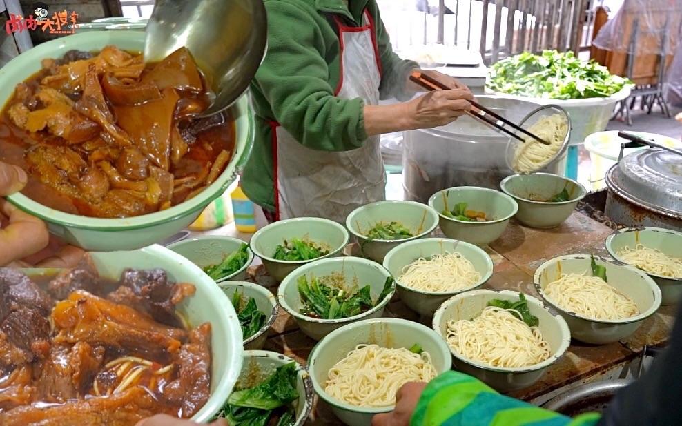 """重庆""""最贵钵钵牛肉面"""", 110元一碗, 半钵面半钵肉, 老板开门完全看心情, 吃完觉得还挺值"""